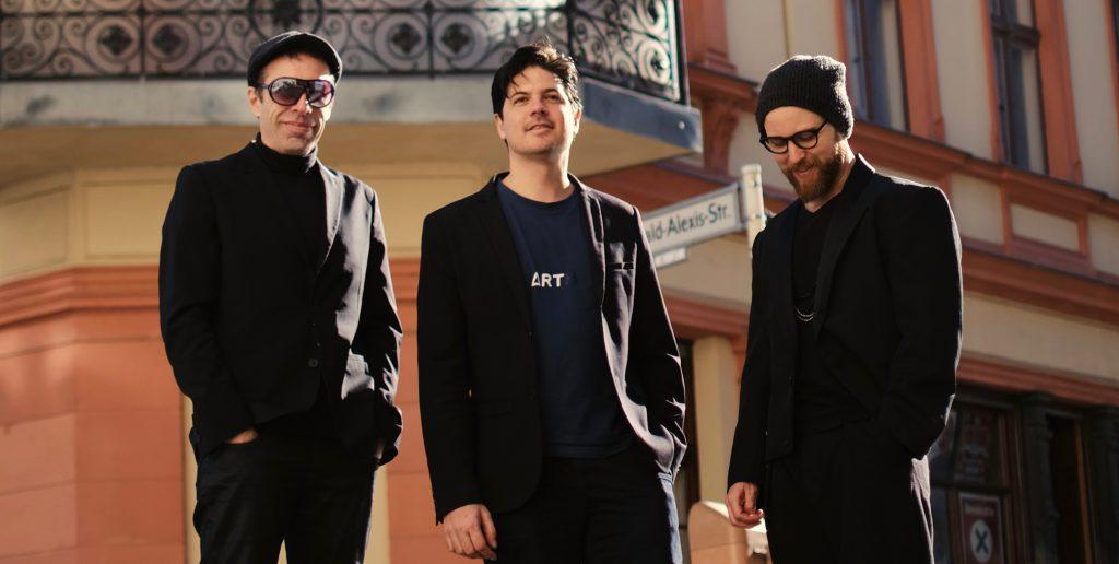 Pianist Pablo Woiz mit Martin Iannaccone und Sven Holscher von Milonga Roots.